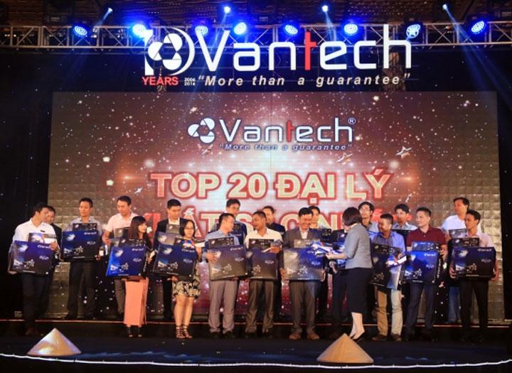 Vantech được xây dựng và phát triển trên ba trụ cột chính: Nhân sự - Công nghệ - Tài chính.